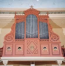 Travail du bois et par la musique d'orgues à tuyaux